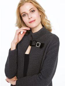 Sweter HELADO Potis&Verso zbliska - sweter, którymożna nosić zamiast płaszcza.